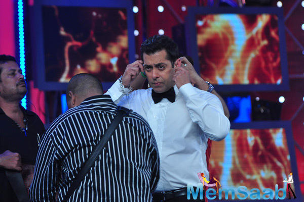 Salman Khan Getting Ready For The Bigg Boss 8 Finale Ka Twist