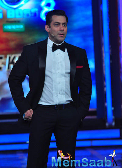 Salman Khan Hosted The Bigg Boss 8 Finale Ka Twist