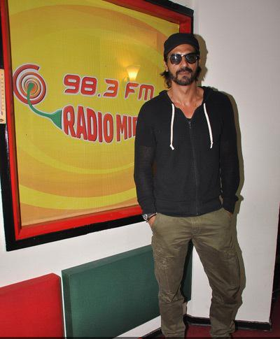Arjun Rampal Strike A Pose Radio Mirchi Mumbai Studio For Movie Roy