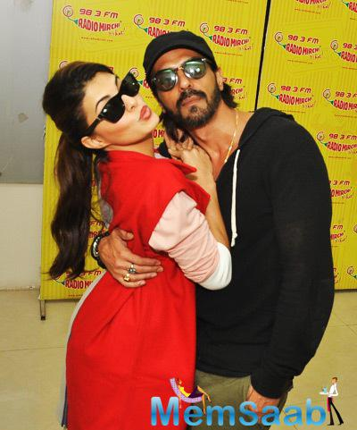 Jacqueline And Arjun Strikes A Sizzling Pose At Radio Mirchi 98.3 FM