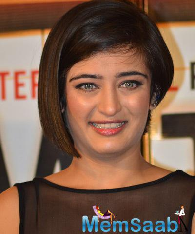 Smiling Akshara Haasan Attractive Look During The Trailer Launch Of Shamitabh Movie