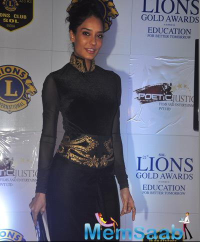 Lisa Haydon In Black Outfit Sexy Look At 21st Lions Gold Awards