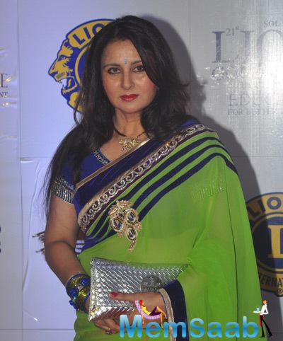 Poonam Dhillon Spotted In Green And Orange Saree At 21st Lion Awards