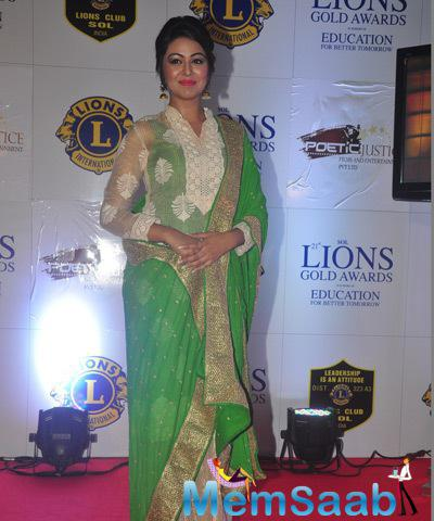 Shafaq Naaz Posed For Camera On Red Carpet At 21st Lions Gold Awards