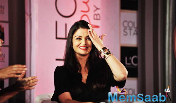 Aishwarya At The Launch Of Moist Matte Collection Red ...