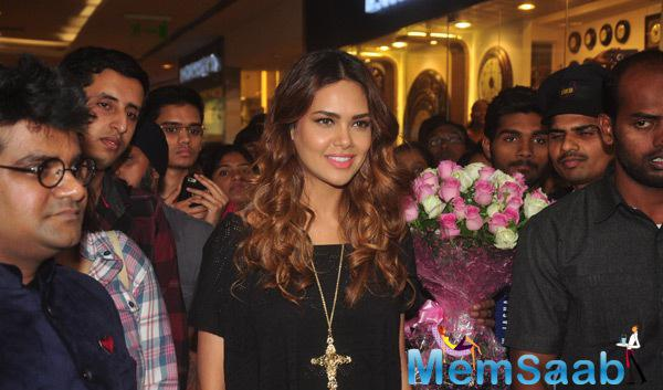 Esha Gupta Unveiled The New Splash Store In Mumbai