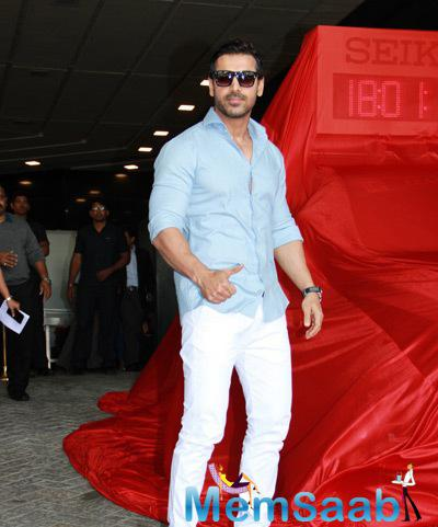 Bollywood Actor John Abraham Launched The Lead Car Of Standard Chartered Marathon 2015