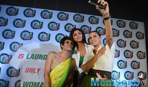 Mandira Bedi,Shilpa Shetty And Neha Dhupia Took Selfie At A Promotional Event Of National Survey Event