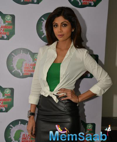 Shilpa Shetty Strike A Pose During The Ariel Promotional Event National Survey