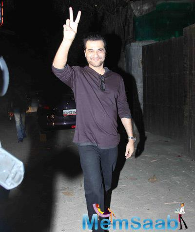 Sanjay Kapoor Waving Hands For Media At The Screening Of Tevar