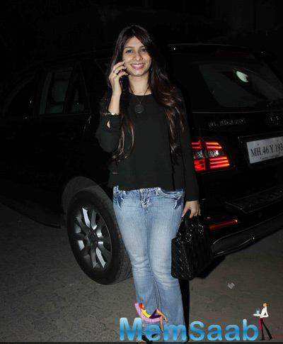 Tanishaa Mukerji Flashes Smile For Camera At The Special Screening Of Tevar Movie