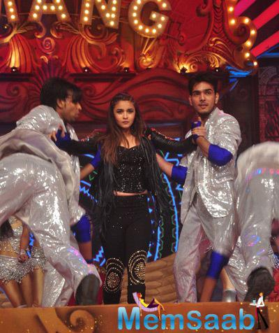 Alia Bhatt Enthraled The Audience At Umang Mumbai Police Show 2015