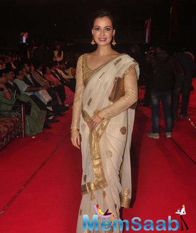 Dia Mirza In Golden Border Saree Stunning Look At Umang Mumbai Police Show 2015