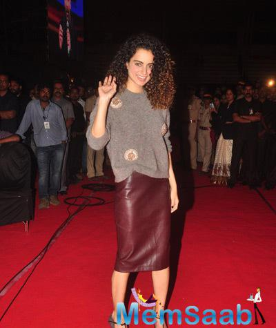 Kangana Ranaut Radiant Look On The Red Carpet At Umang Mumbai Police Show 2015
