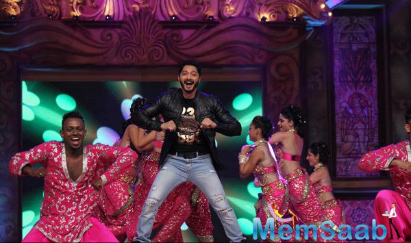Shreyas Talpade Cool Danced On The Stage At Umang Mumbai Police Show 2015