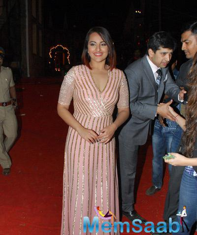 Sonakshi Sinha Smiling Pose For Camera At Umang Mumbai Police Show 2015