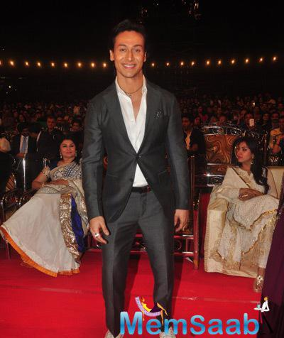 Tiger Shroff Posed At Umang Mumbai Police Show 2015