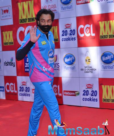 Bobby Deol Waves Hand On Red Carpet At CCL Red Carpet 2015