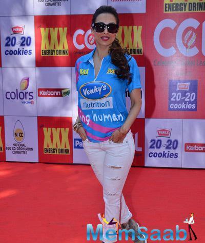 Malaika Arora Khan Gorgeous Look At CCL Red Carpet 2015