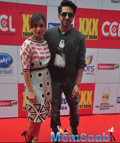 Pallavi Sharda And Ayushmann Khurrana On Red Carpet At CCL Red Carpet 2015
