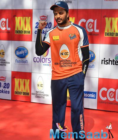 Riteish Deshmukh Cool Pose For Cmaera At CCL Red Carpet 2015