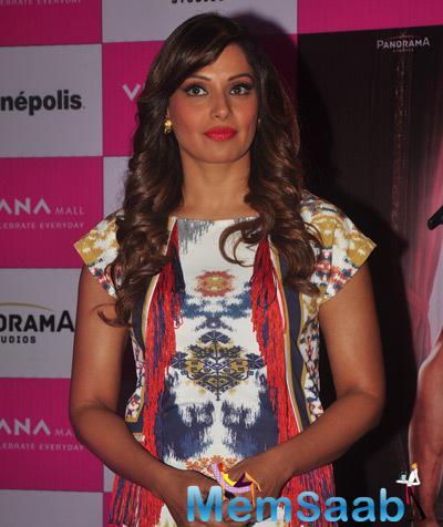 Bipasha Basu Posed At Thane In Mumbai For Promoting Her Alone Movie