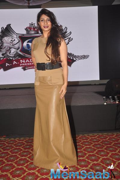 Tanishaa Mukerji In Golden Dress Cool Look At The Launch Of Hera Pheri 3 Movie