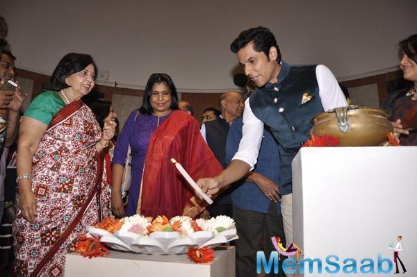 Randeep Hooda Inaugurates The Art Exhibition