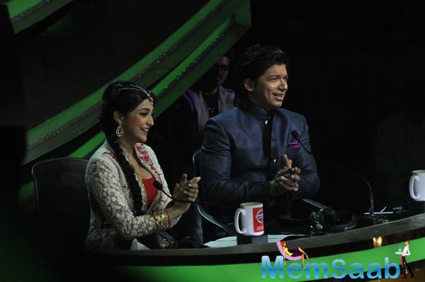 Judge Monali Thakur And Shaan Still During Hawaizaada Promotion