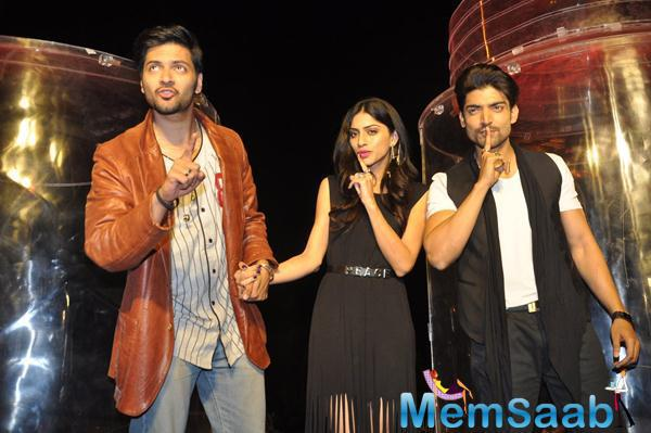 Gurmeet,Ali Fazal And Sapna Pabbi Strikes A Khamoshiyan Pose