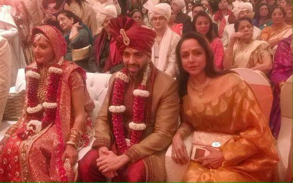 Hema Malini Posed With Newly Wed Couple