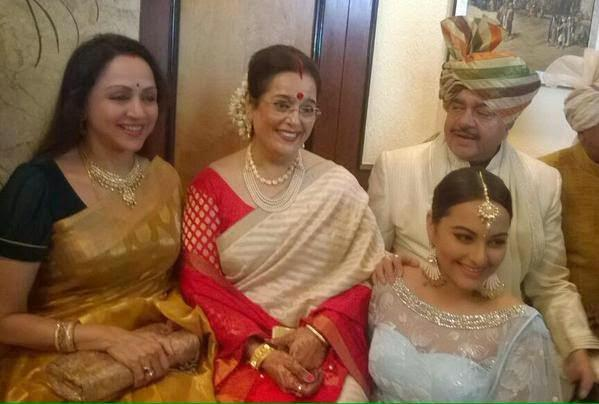 Hema Malini,Poonam Sinha,Sonakshi Sinha And Shatrughan Sinha Cool Pose At Sonakshi Sinha Brother Wedding Ceremony