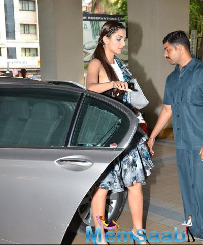 Sonam Kapoor Arrived At Juhu During The Promotion Of Dolly Ki Doli