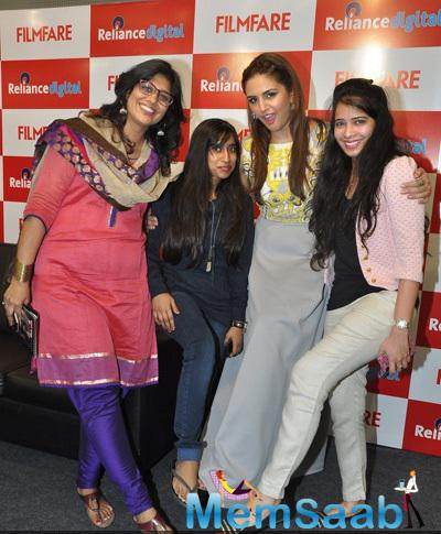 Huma Qureshi Posing Shutterbugs With The Members There