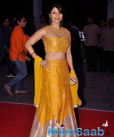 Kajol Younger Sister Tanishaa Mukerji Sizzled In A Yellow Lehenga At The Event