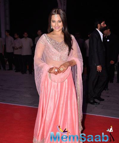Sonakshi Sinha Dazzled In Pink Choli At Her Brother Kush Sinha Wedding Reception