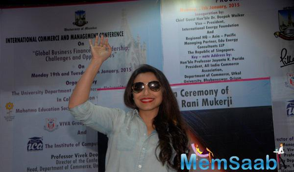 Rani Mukerji Snapped Waving Hands At The Audience There