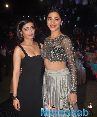 Haasan Sisters Akshara And Shruti Strike A Pose To The Shutterbugs During Shamitabh Audio Launch Event