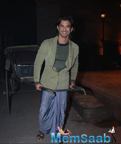 Sushant Singh Rajput Posed With Rickshaw During The Trailer Launch Of Detective Byomkesh Bakshy