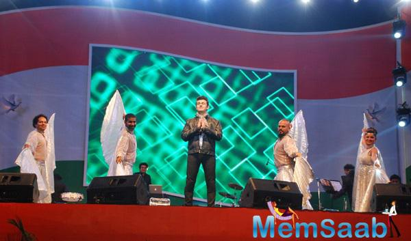 Sonu Nigam Live Performance At MMRDA Ground On The Eve Of 66th Republic Day