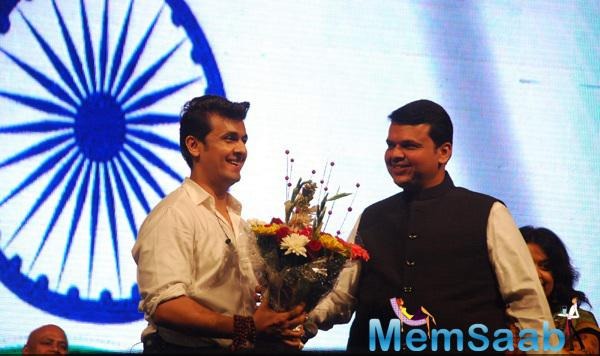 Sonu Nigam Smiling Look With A Bouquet During The 66th Republic Day Concert