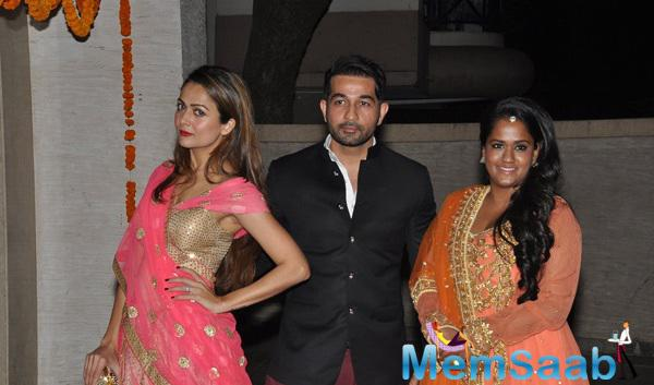 Amrita Arora Ladakh,Shakeel Ladakh And Arpita Khan Posed During Soha Ali Khan And Kunal Khemu Wedding Party