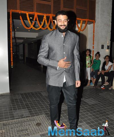 Arunoday Singh Flashes Smile At Soha Ali Khan And Kunal Khemu Wedding Party