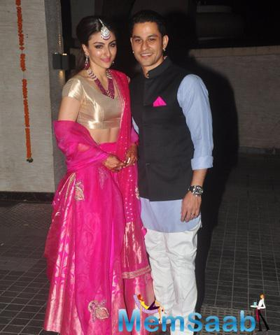 Newly Wed Soha Ali Khan And Kunal Khemu Posed For Camera At Their Wedding Bash