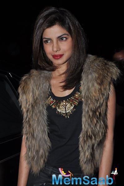 Priyanka Chopra Gorgeous Look In Red Lippy At Sanjay Leela Bhansali Padma Shri Honour Dinner