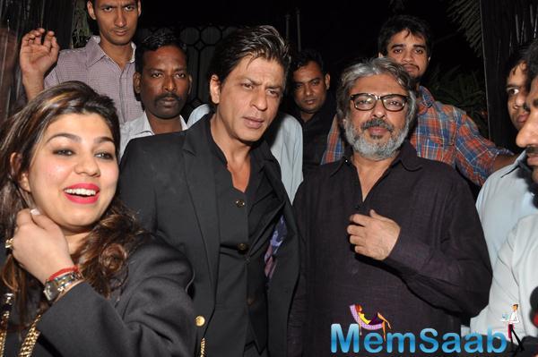 Shah Rukh Khan And Sanjay Leela Bhansali Posed At Sanjay Leela Bhansali Padma Shri Honour Dinner