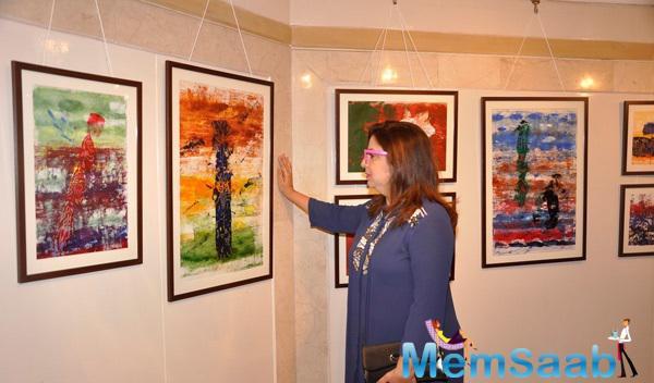 Farah Khan See The Art At An Art Exhibition 2015