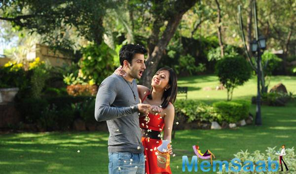 Sidhant Kapur And Suzanna Mukherjee Cool Funny Still From Badmashiyan Movie