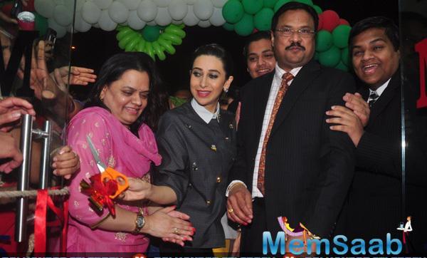 Karisma Kapoor Inaugurates Dhananjay Datar Masala King Supermarket