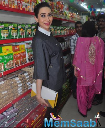 Karisma Kapoor Posed During The Launch Of Dhananjay Datar Masala King Supermarket